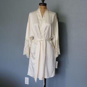 Stunning Floora Nikrooz silky cream lace robe